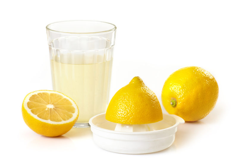 лимонный сок и лимон