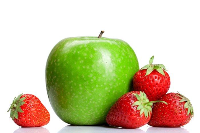 яблоко и клубника