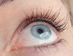 межресничный татуаж глаз