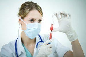 Процедура аутогемотерапия от прыщей: особенности проведения, риски и результат