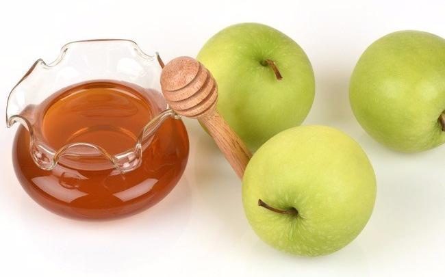 маска для лица из тертого яблока и меда