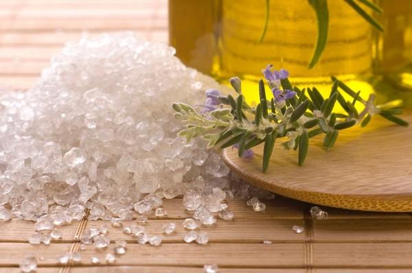Морская соль от прыщей под грудью