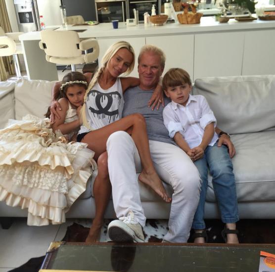 Кристина Сысоева с детьми и мужем фото