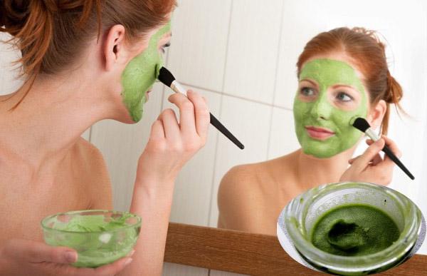 Нанесение маски с зеленым чаем