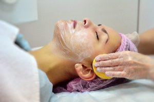 подготовка к нанесению альгинатной маски