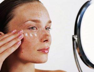 причины пигментации на коже лица